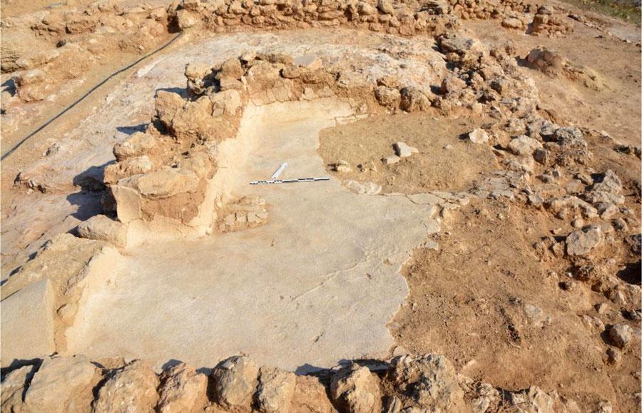 5. bölgedeki 7. çukurda sıvayla kaplı zemin ve duvarlar