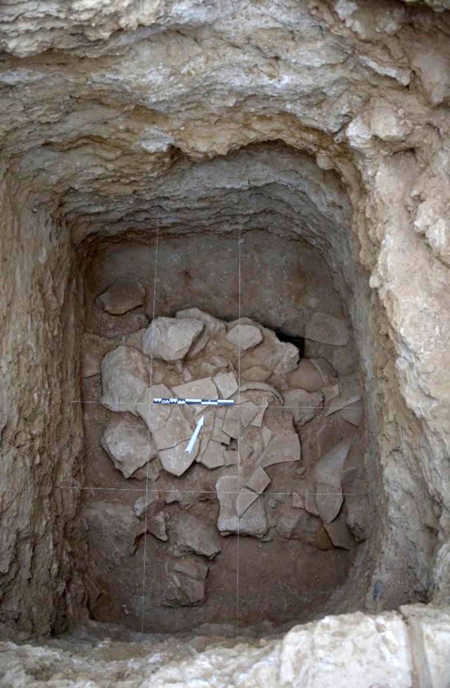 5. bölgedeki taşlarla donatılmış çukur şeklinde yapı (6. çukur)