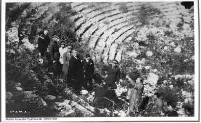 Atatürk Aspendos Tiyatrosunda