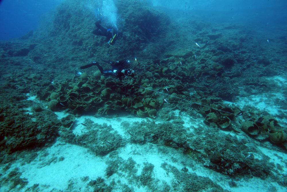 Terk edilmiş bir yığın yüklerden oluşan 22 tane gemi enkazının kalıntıları Fourni Yunan takımadalarında keşfedildi.