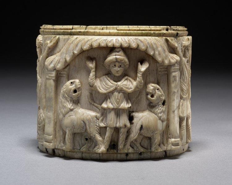Danyal'ı gösteren Pyxis (fildişi kutu), M.S 5. yy ya da 6. yüzyılın ilk dönemleri [©British Museum Mütevelli Heyeti]