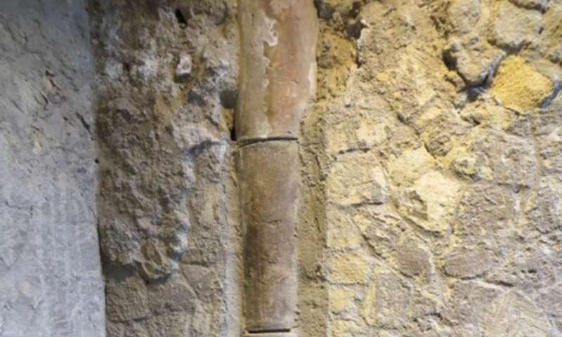 Herculaneum evlerinin duvar içindeki borularındaki bozuk bağlantılar pis kokuya sebep oluyordu