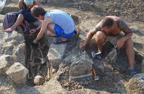 Phanagoria doğu akropol kazılarından arkeologlar