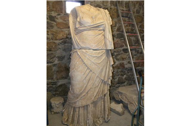 aigai çıkarılan heykel