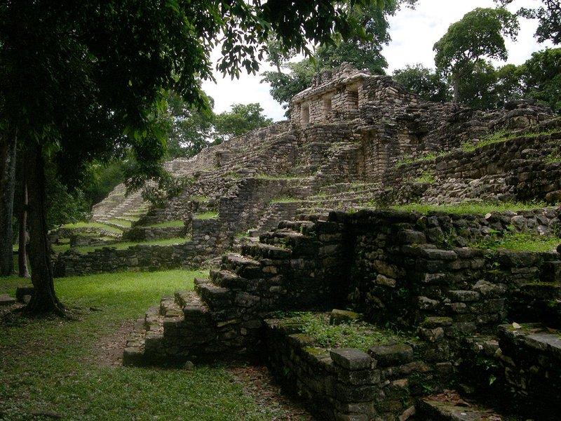 Güney Mexico'daki Yaxchilan Maya şehrindeki Batı akropolü