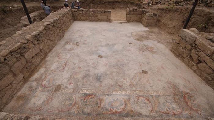 kaçak kazıda çıkarılan mozaik