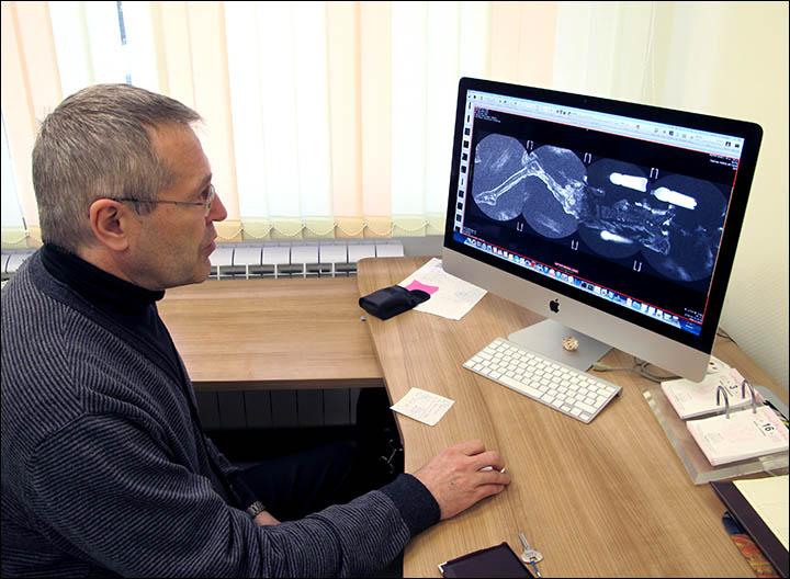 """Dr. Andrey Letyagin: """"Sağ göğüsteki bir tümör ve sağ eksensel lif düğümündeki metastaz ile uğraşıyoruz."""""""