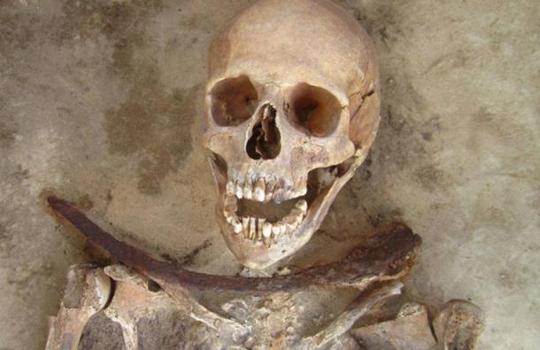 demir-boyunluk-iskeleti