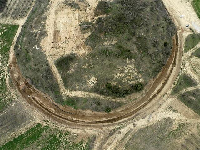 Amphipolis'teki Kasta Tepesi mezar alanının havadan görünümü