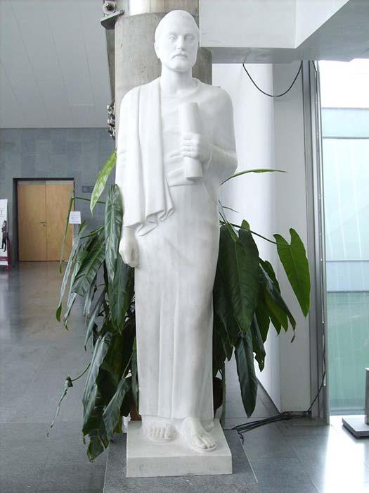 Demetrius'un İskenderiye Kütüphanesi'nin girişindeki heykeli