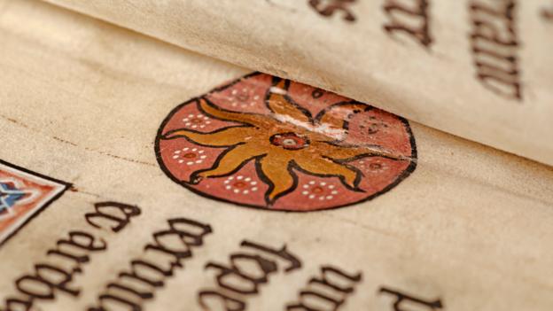 Resimler, kitabın yoğun olarak çalışan bir manastır yazıhanesinde üretildiğini 'kesin kanıtlarla' ortaya koymuştur.