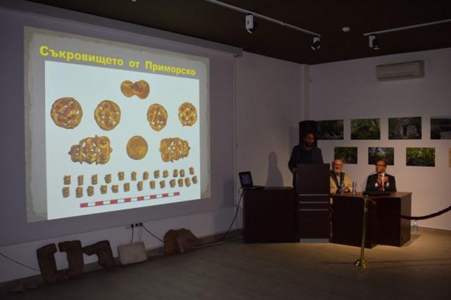 Yakın zamanda bulunan Antik Trakya altın hazinesinin Primorsko Tarih Müzesindeki genel sunumu