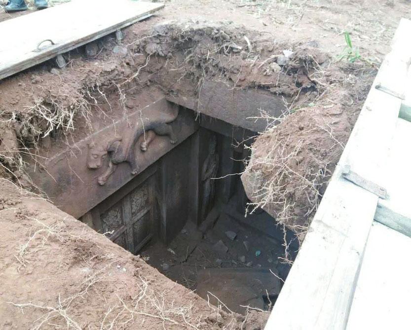 Yağmalanan Antik Mezar Köylüler Tarafından Ortaya Çıkarıldı