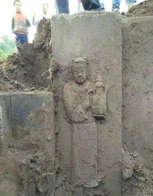 cinde-bulunan-mezar