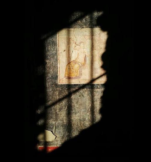 Antik Pompei duvar resimlerinin en iyilerinden bazılarının bulunduğu ve V.Regio'da yer alan Marcus Lucretius Fronto'nun evi