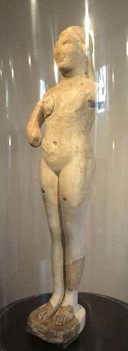 Cannicella mezarlığında bulunan heykel.