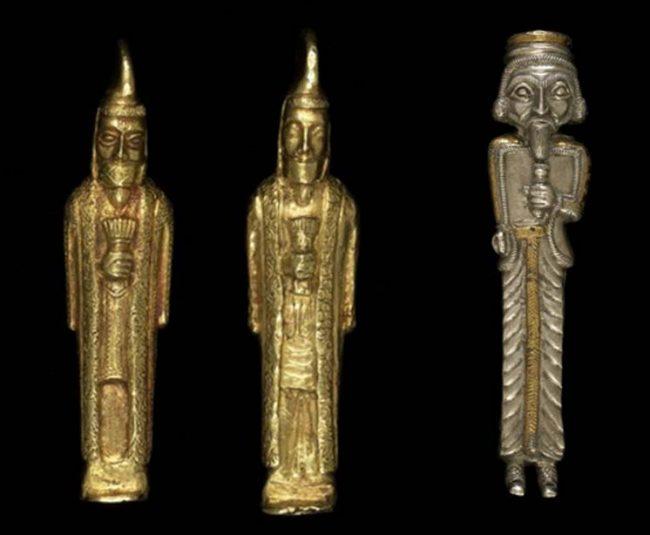 Altından bıyıklı adam heykelcikleri ve kabartmalı ve oymalı gümüşten diğer bir bıyıklı adam. Hepsi Oxus hazinesinden