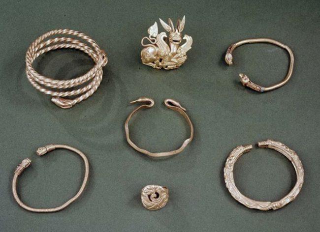 Oxus hazinesinden birkaç parça takı