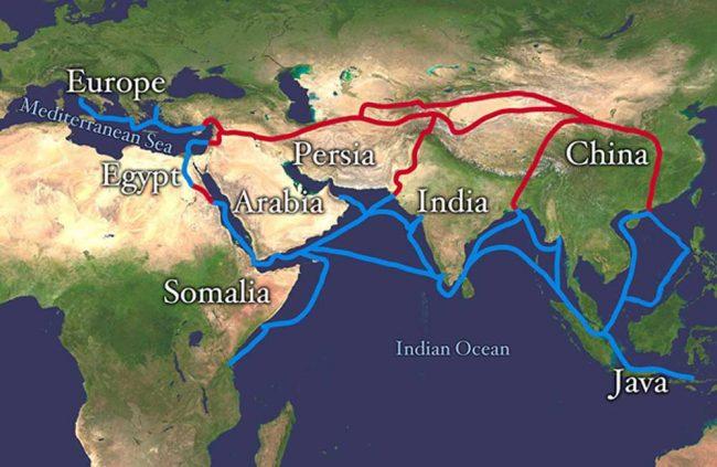 Bu haritada kırmızı ile gösterilen yerler İpek Yolu'nun karadan güzergâhını, mavi ile gösterilen yerler ise deniz üzerinden güzergâhını göstermektedir.