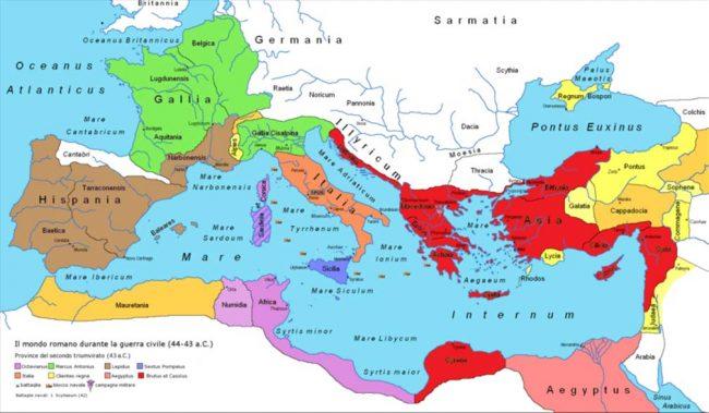 İkinci Üçler Erki'nin kuruluşundan sonra M.Ö 43 yılında Roma Cumhuriyeti'nin haritası: Antony (yeşil ), Lepidus (kahverengi ), Octavian (mor ), Triumvirs toplu olarak  (turuncu /şeftali ), Sextus Pompey (mavi ), The Liberators (kırmızı ), Roma'nın bağlı krallıkları (sarı ), Batlamyus Hanedanı (pembe )