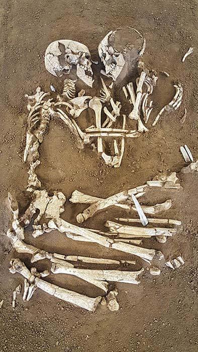 Valdaro Âşıklarının iskeletleri