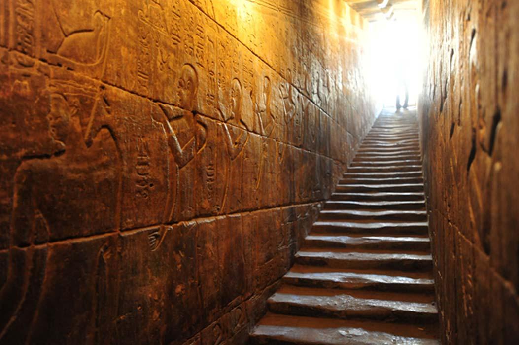 """Mısırdaki En İyi Korunmuş Tapınak: """"Aşk Tanrıçası Hathor'un Muhteşem Tapınağı"""""""