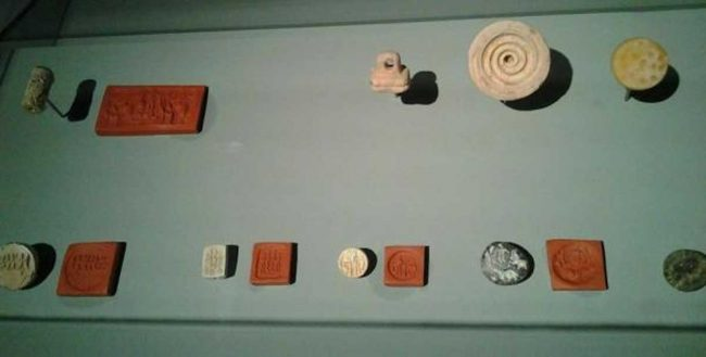 Dilmun mühürlerinin bir koleksiyonu, Bahreyn Ulusal Müzesi